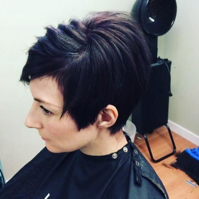 SHORT CHOPPY HAIRSTYLE