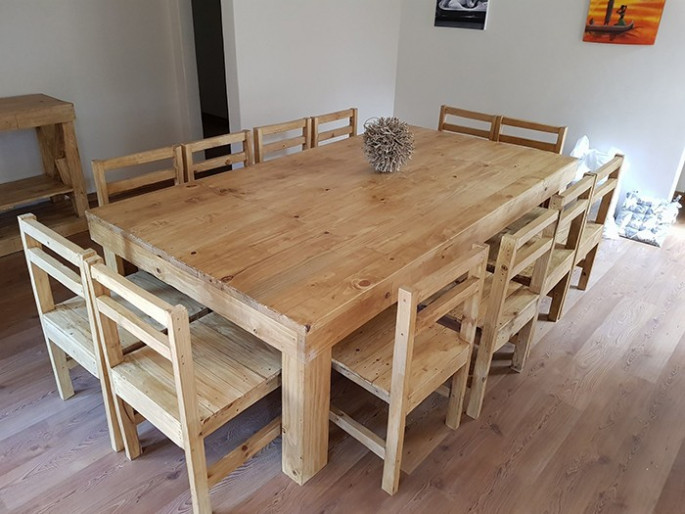 Pallet table ideas with chairs