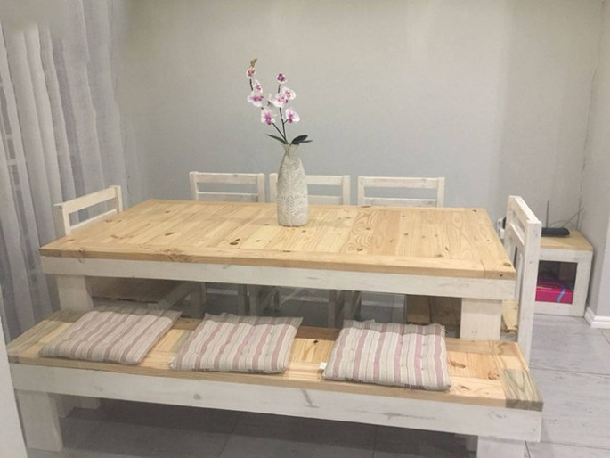 Pallet table ideas with stool