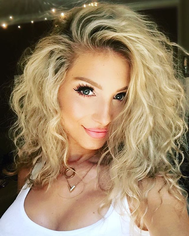 Smooth Curls Hairstyle for Round Faces