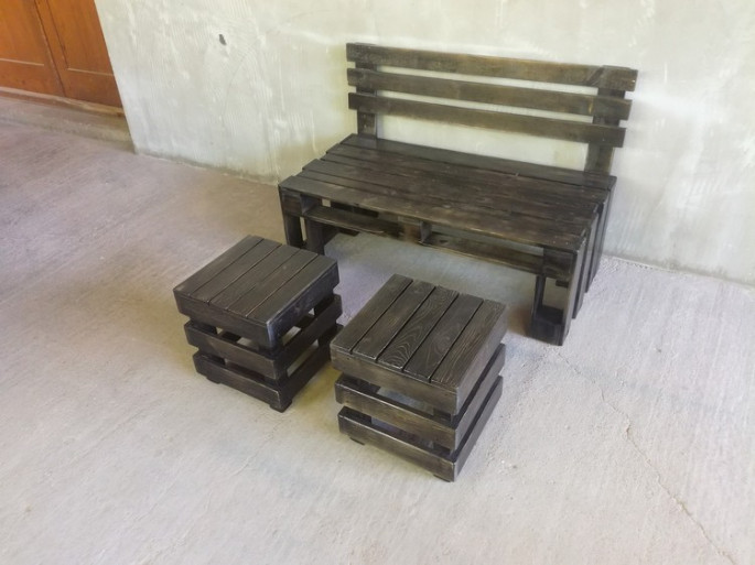 pallet bench with stools