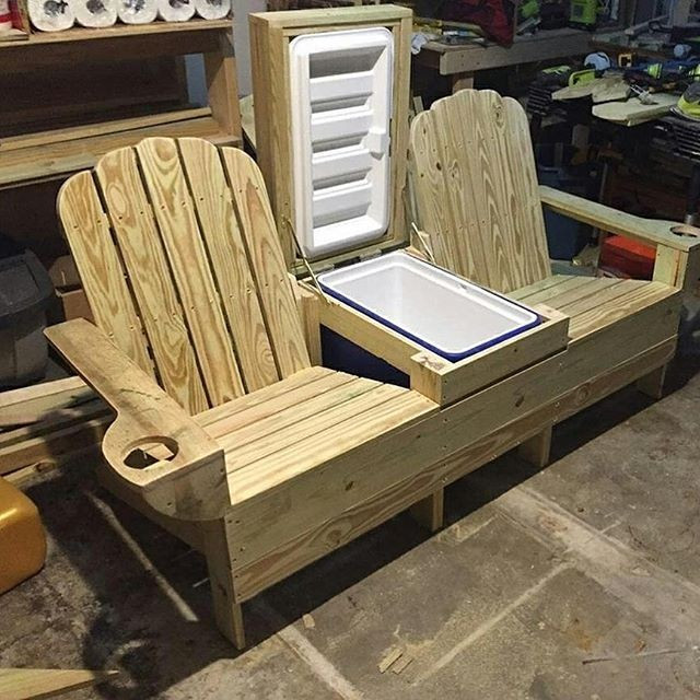 Pallet chairs wit cooler