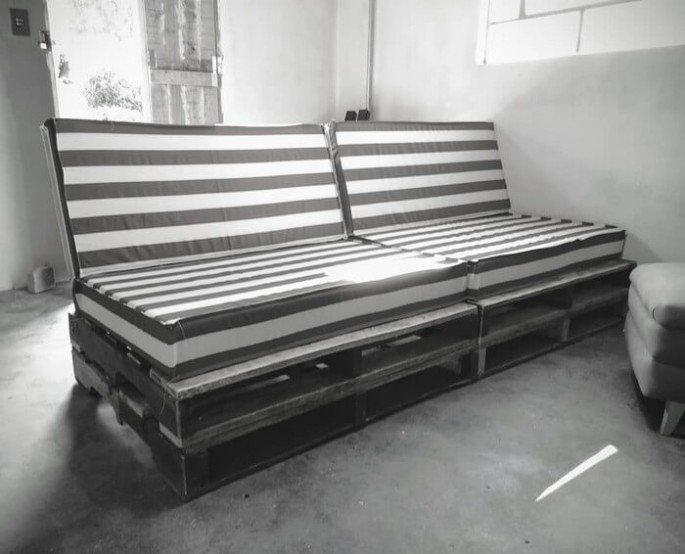 PALLET SOFA WITH cushions ideas