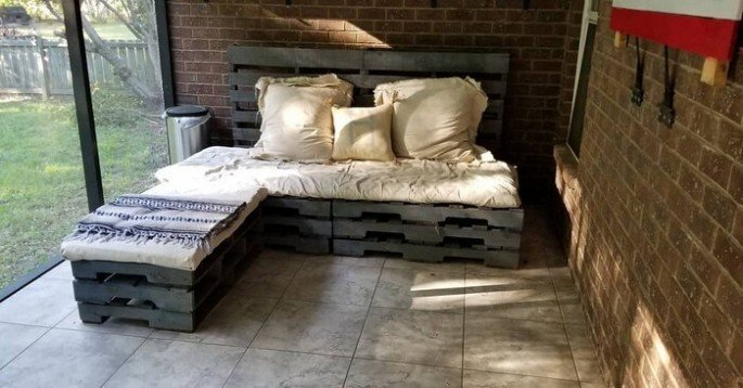 MAKE A PALLET COUCH with storage.
