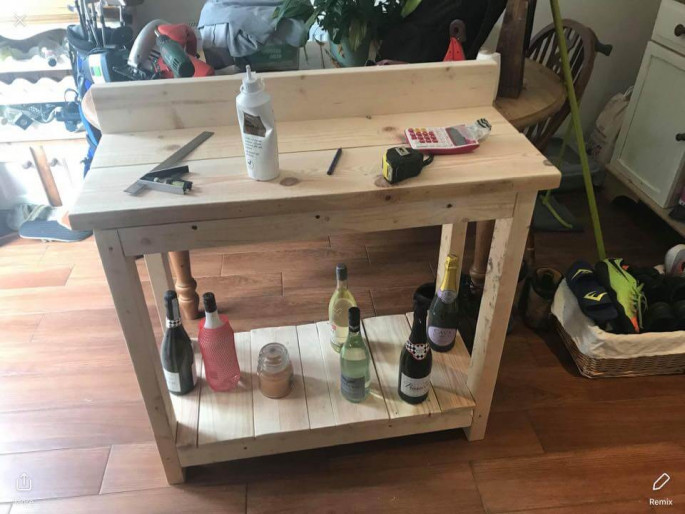 Pallet Table ideas with wine bottles