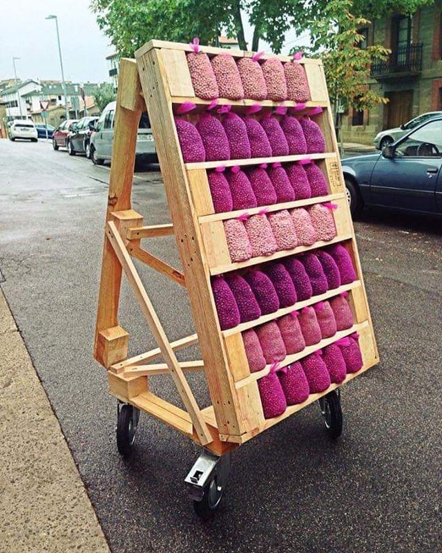 Pallet outdoor shelf idea
