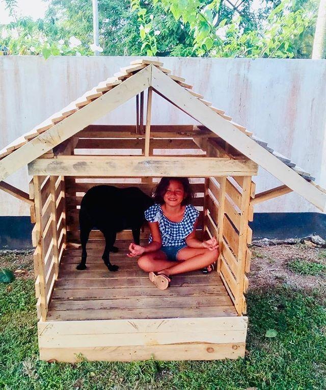 Pallet kid playhouse