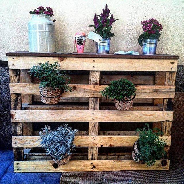 Pallet planter decor