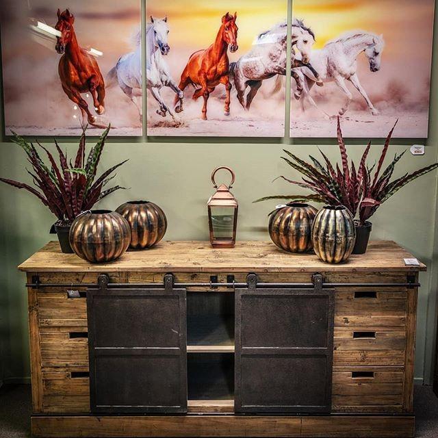 Pallet furniture cabinet