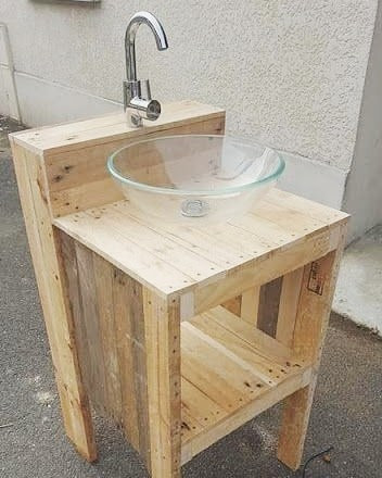 Pallet washing table