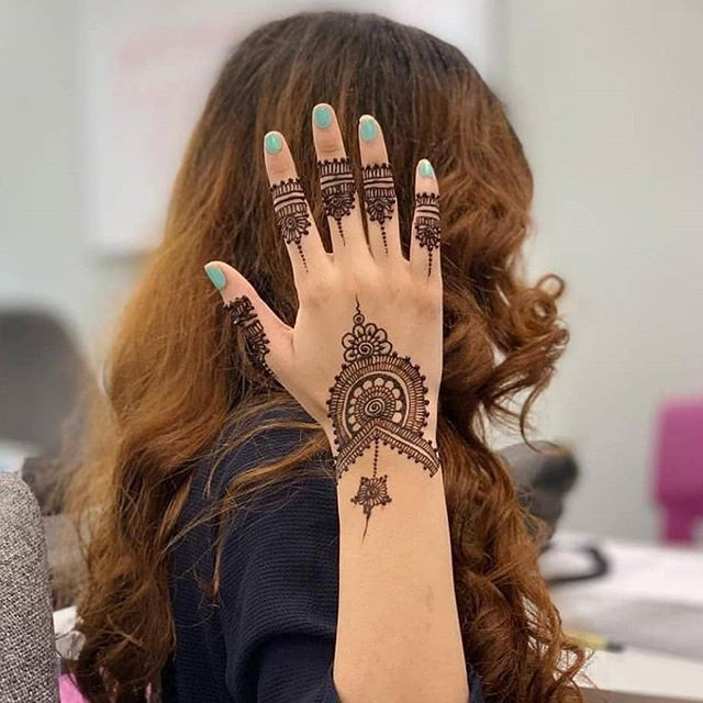 women simple mehndi design ideas