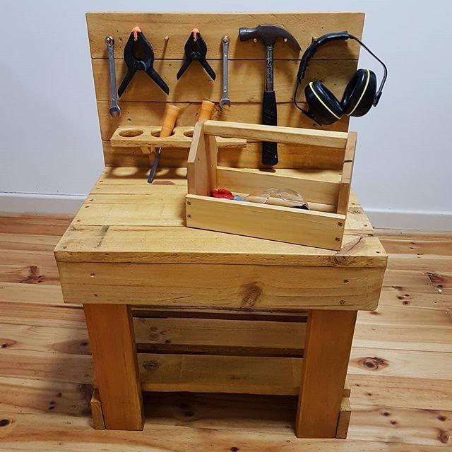 Pallet tool organizer