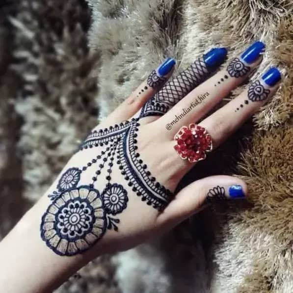 Top Mehndi Art on back Hand in 2019
