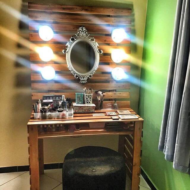 Pallet mirror table