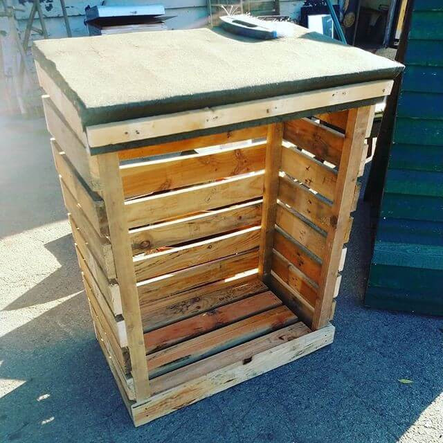 Pallet outdoor shed for woods