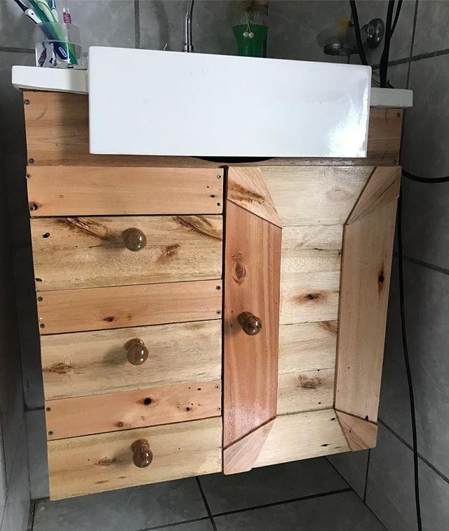 Pallet washroom shelf
