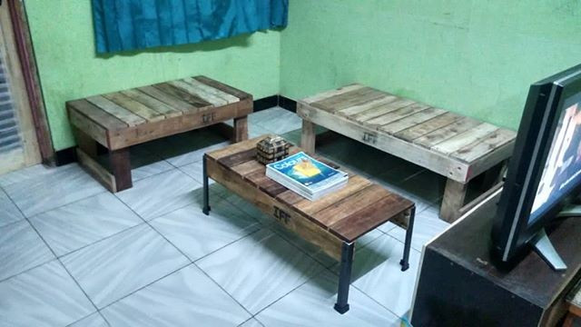 Pallet furniture table