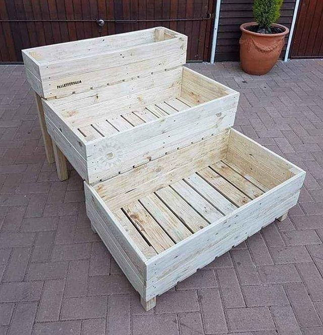Pallet planter bench