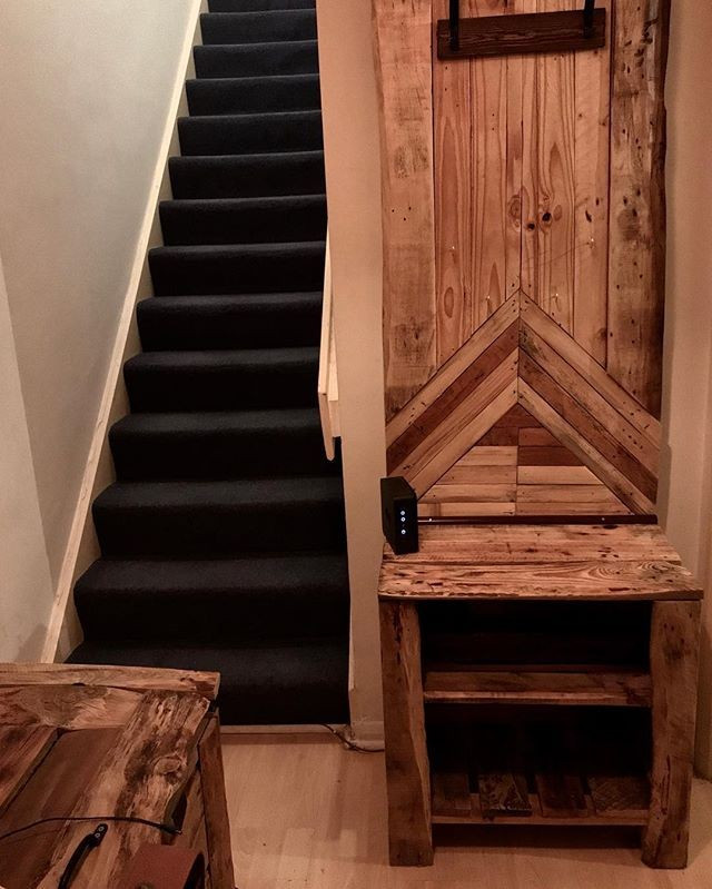 Pallet wall with drawers