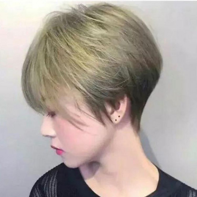 Slicked-Down Short Hairstyles for Women