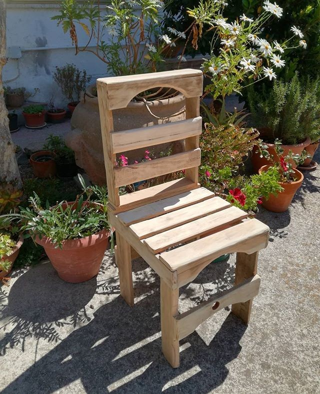 Pallet Garden chairs with table