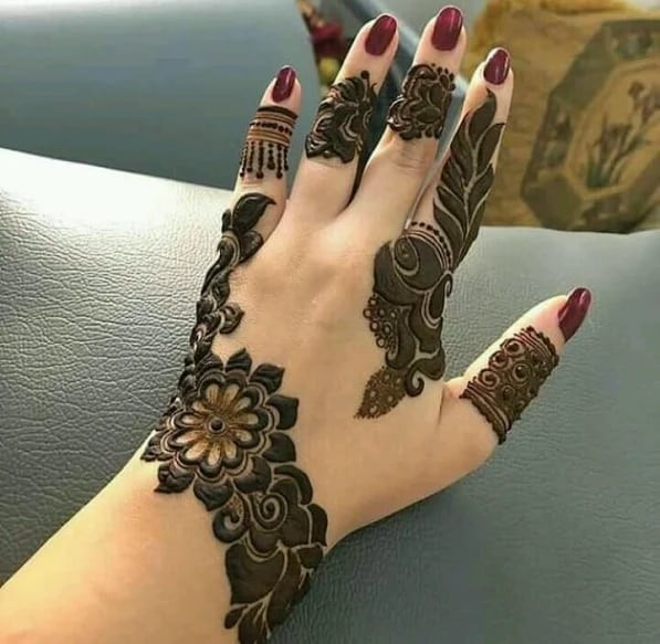 best new year Henna Designs for backhands