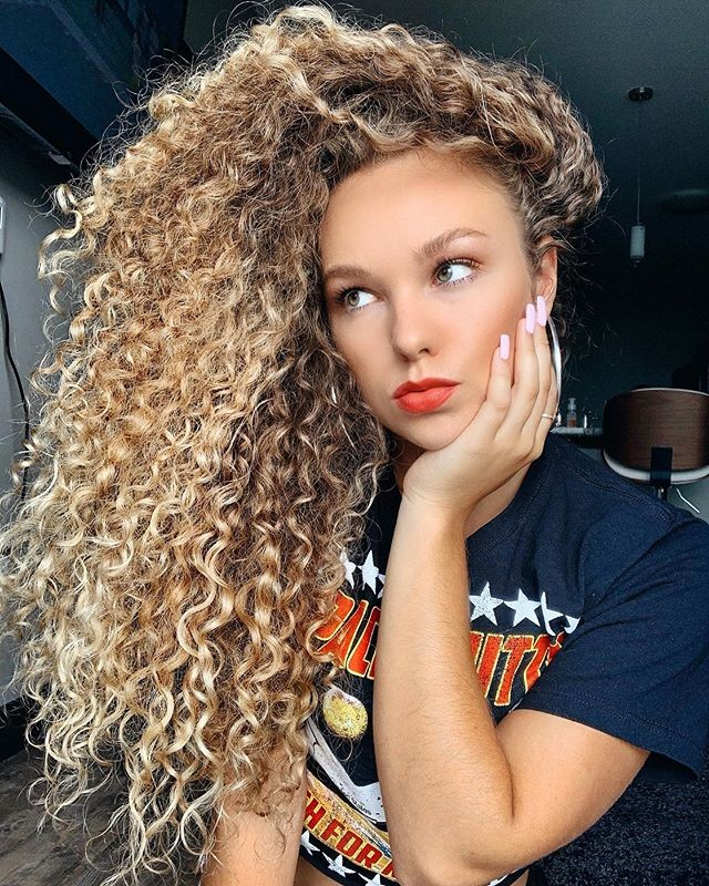 Decorative and Fancy Long Curly Hairstyles