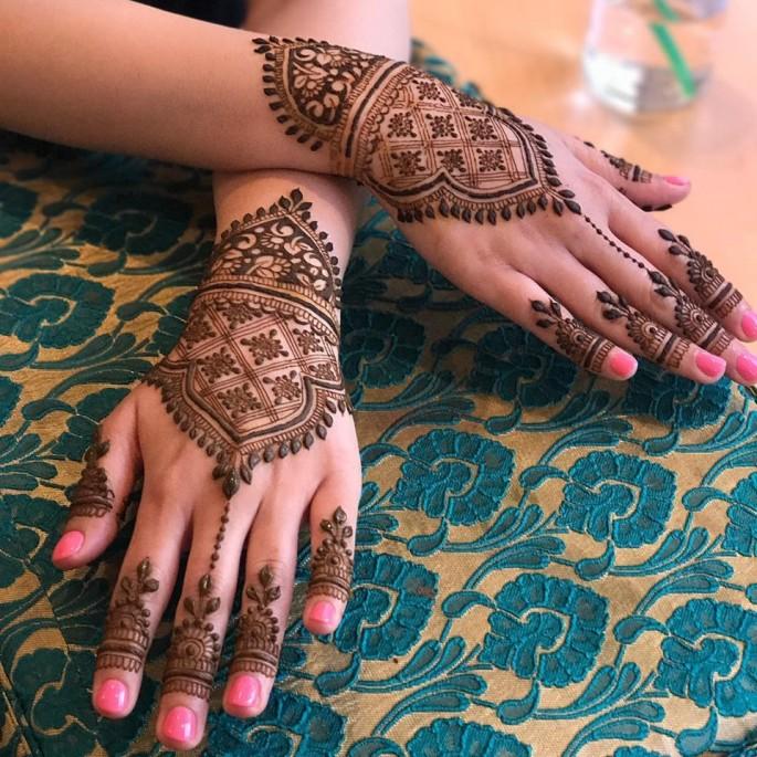 Latest backhand mehndi designs