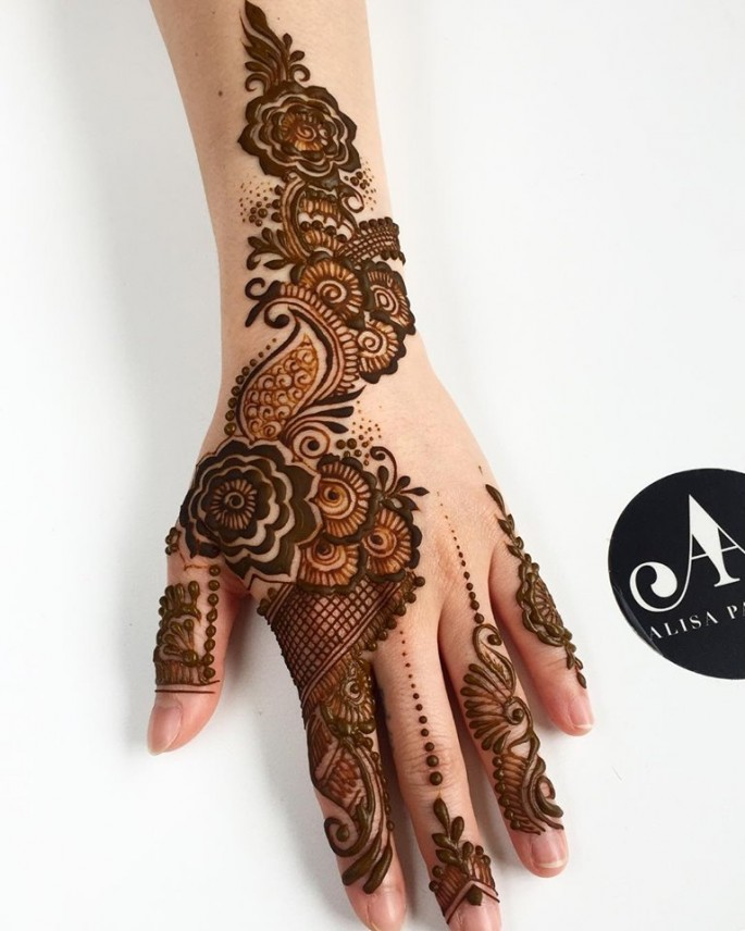 unique mehndi designs for hands on sensod