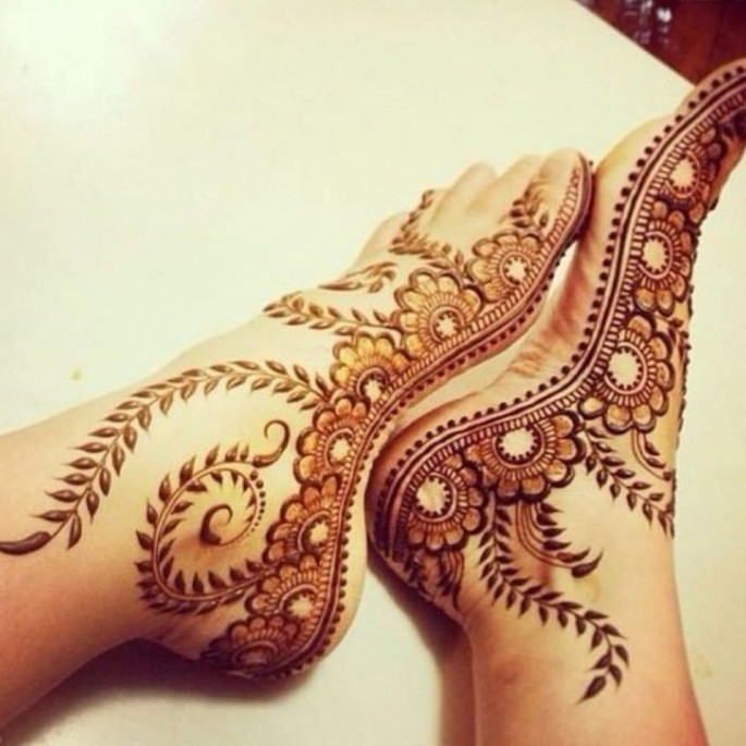 Stunning foot henna design ideas