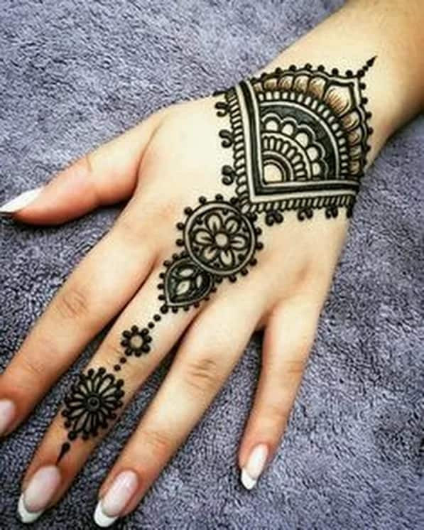 Wonderful Mehndi Art on Back Hand 2019