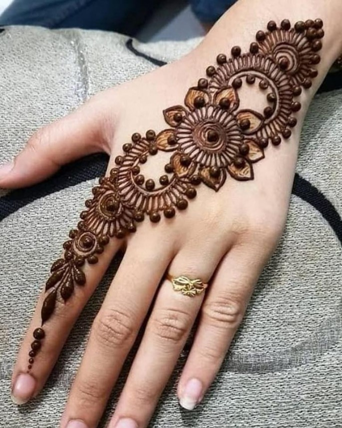 girls hands mehndi design