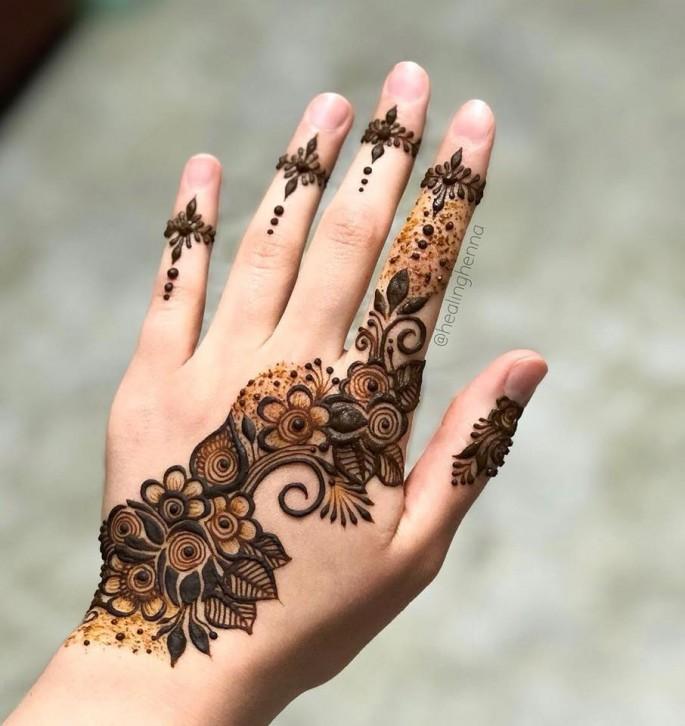 women hands mehndi design