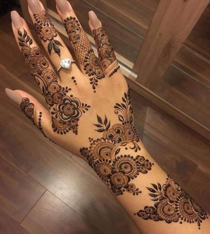 women hands mehndi designs