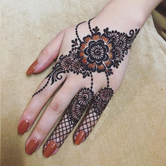 simple backhand mehndi designs