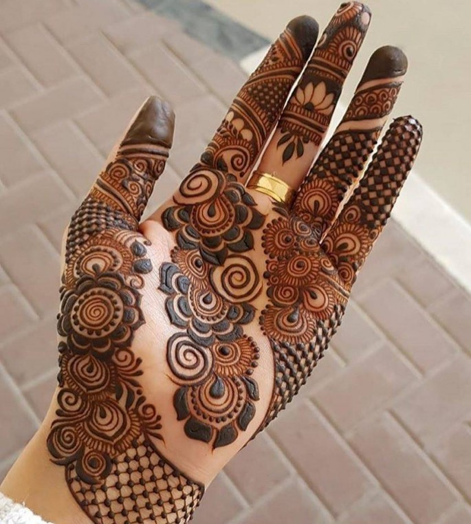 fronthand mehndi designs for festival on sensod