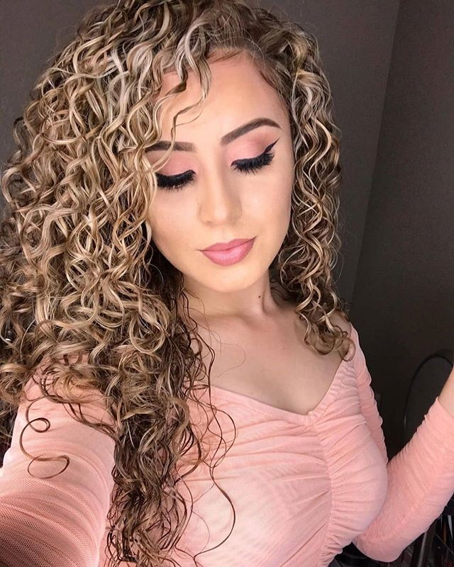 23 Trending Long Curly Hairstyles For Women