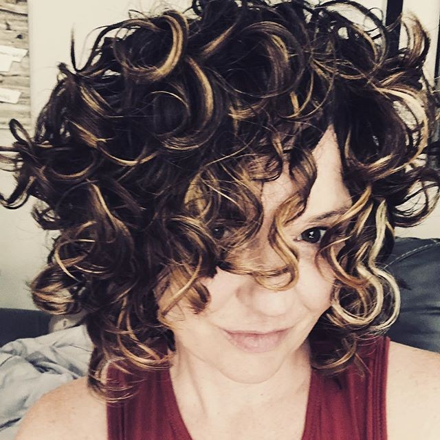 Myriad of Stylish Short Curly Hairstyles