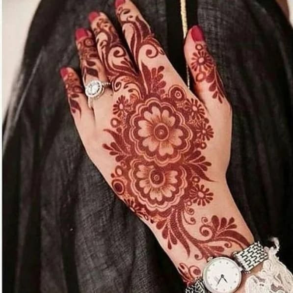 Best new year Henna Designs for Your Beautiful Hands 2019