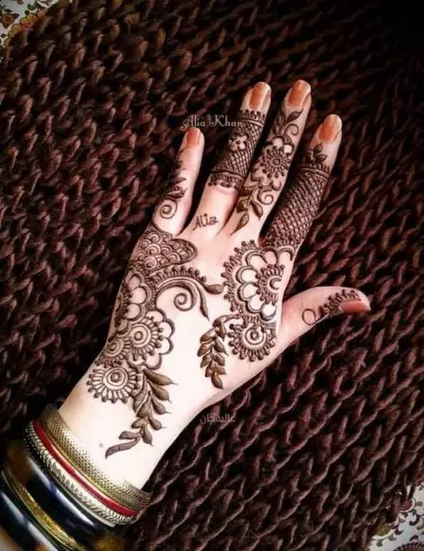 best new year Henna Designs for fingers