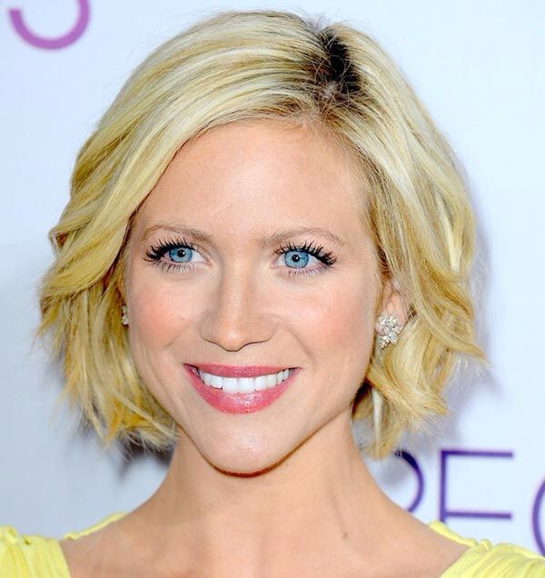 Dented Curls Short Bob Hairstyle for Round Face