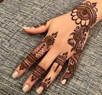 Quite simple Backhands mehndi designs 2019 on sensod
