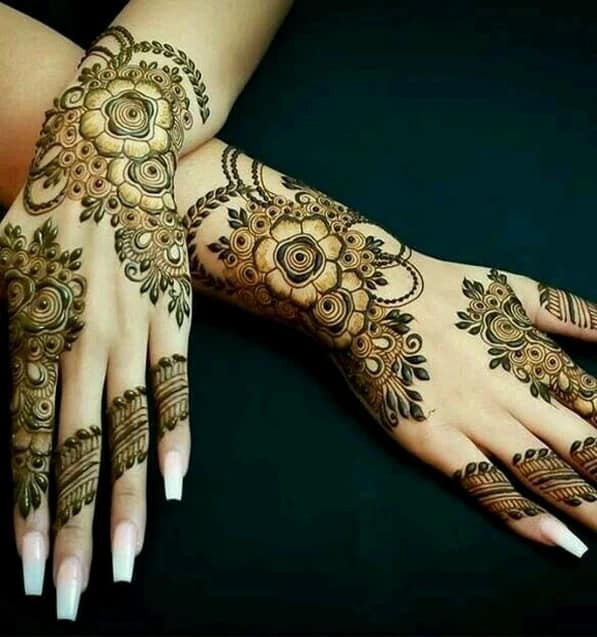 Best Mehndi Art on backhands on new year