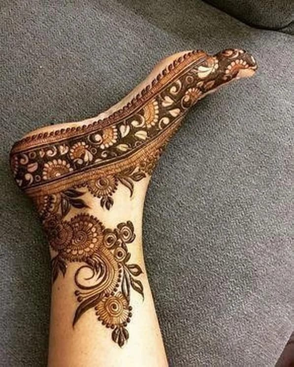 Simple foot mehndi designs