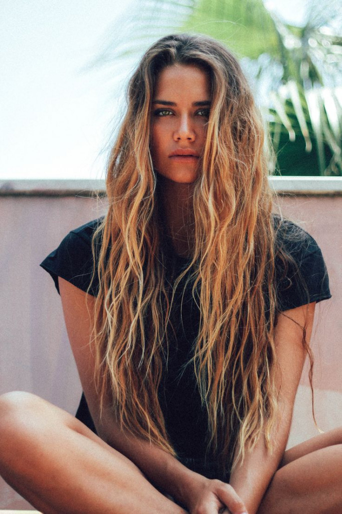 Wet-Look Wavy Long Hairstyles For Women