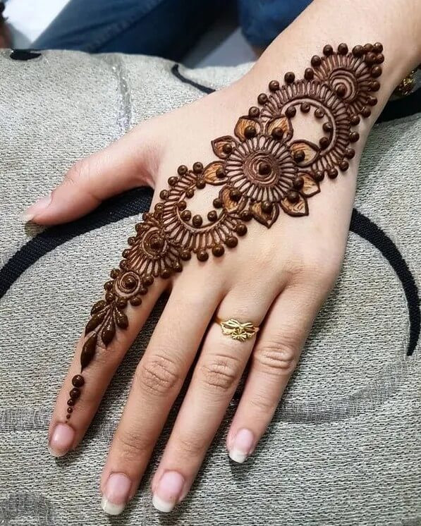 Simple and beautiful henna designs for backhand