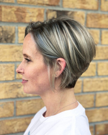 37+ Classy Hairstyles for Women Over 40s