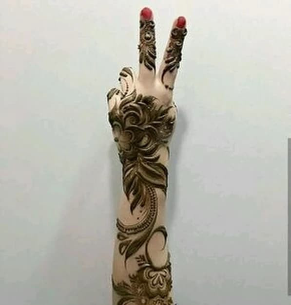 best indian Mehndi design for the new year