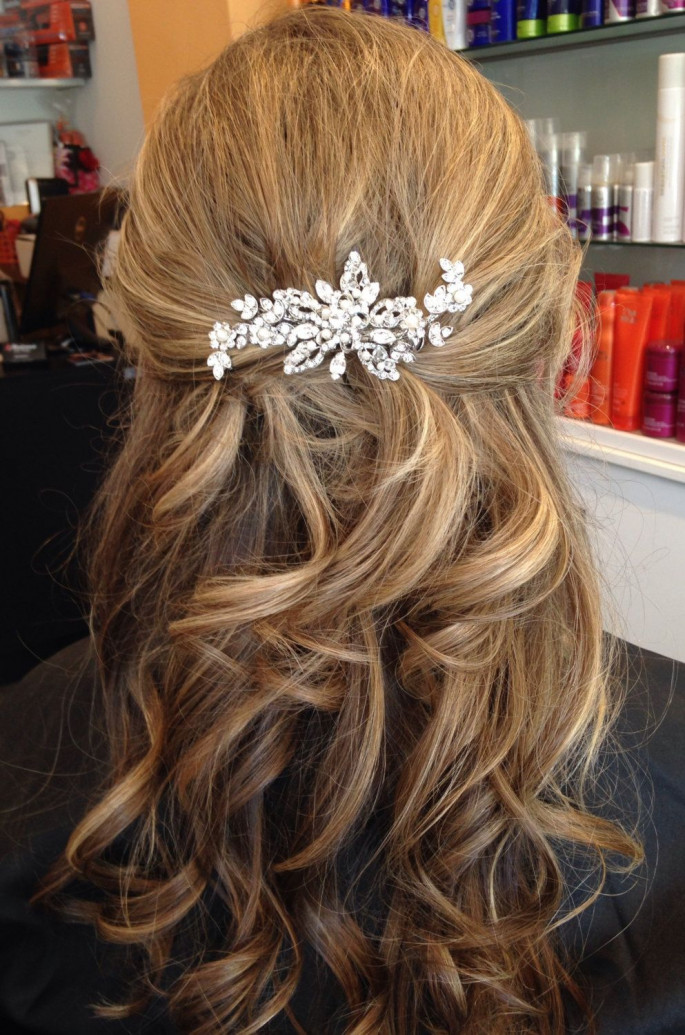 Clipped-Back Curls Medium Length Hairstyle for Women