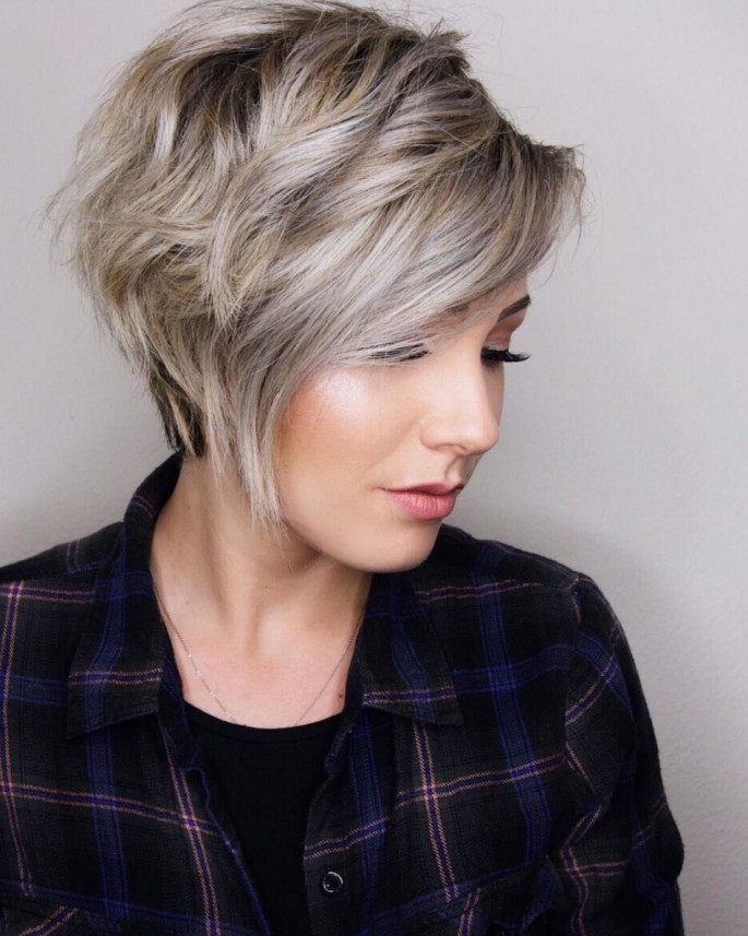 Classy Layered Short Haircuts & Hairstyles for Thick Hair